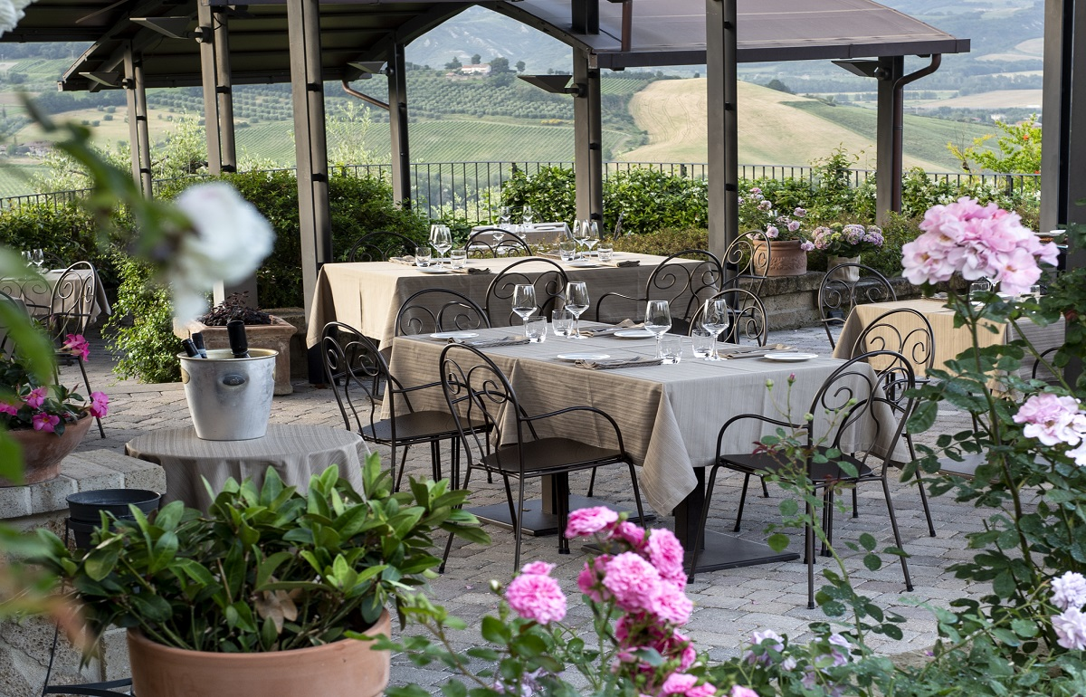 altaroccawineresort-restaurant-gourmet-outside-dinner